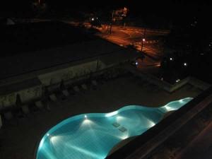 夜景のプール